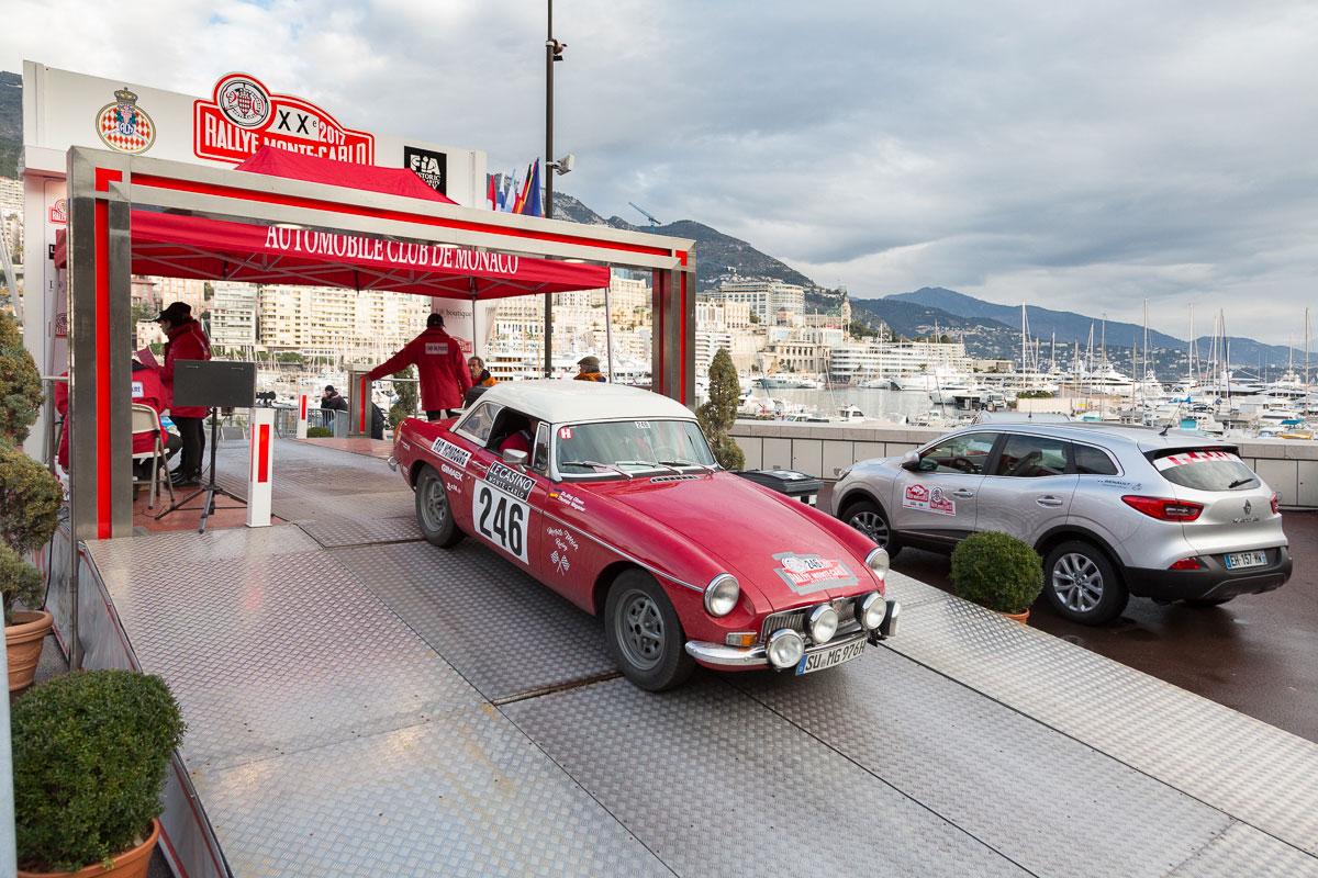 09:44 Uhr, Etappenstart, Parc Fermé, Hafen, Monte Carlo, Monaco