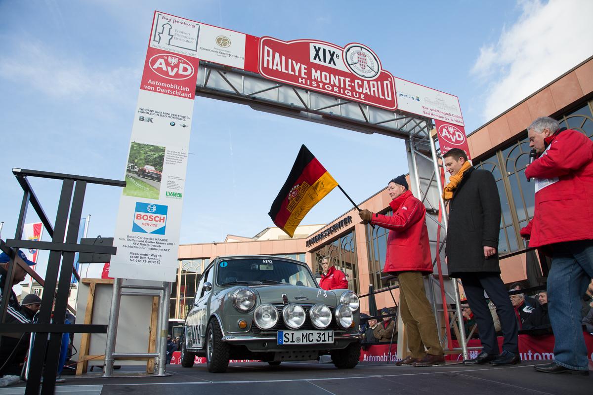 Start zur ersten Etappe Bad Homburg-Monte Carlo · Rallye Monte Carlo Historique 2016